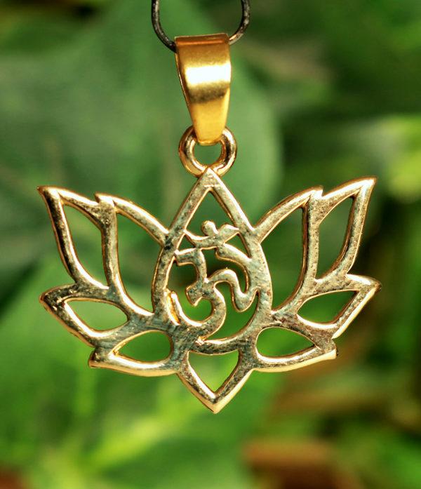 OM Anhänger mit Lotusblüte aus Messing im Ganesha Shop kaufen