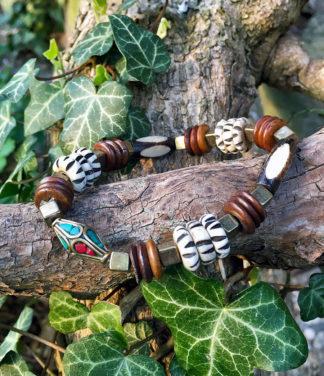 Armband mit Holz und Messing Perlen im Ganesha Shop