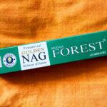 Golden Nag Forest Räucherstäbchen von Vijayshree