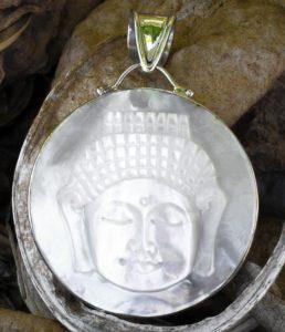 Buddha Silber Anhänger mit Perlmutt