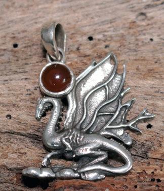Drachen Anhänger aus Silber mit Karneol im Ganesha Online Shop kaufen