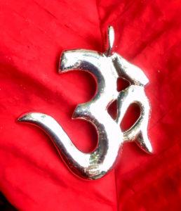 OM Anhänger aus Silber aus Indien im Ganesha Online Shop
