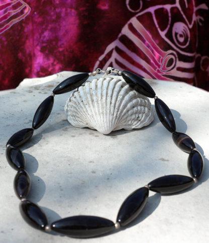 Halskette aus Onyx mit Silberperlen