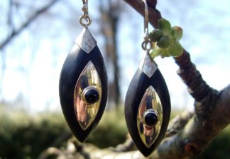 Holz Ohrringe mit Silberarbeit