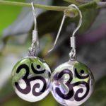Silber Ohrringe mit OM Symbol