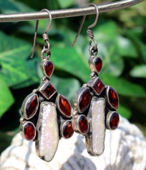 Ohrringe mit Granat und Perle im Ganesha Online Shop kaufen