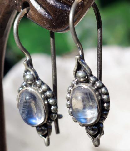 Ohrringe mit Mondstein in Silberarbeit im Ganesha Shop kaufen