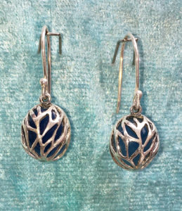 Lebensbaum Ohrringe mit Calchedon in Silberarbeit