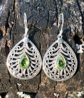 Ohrringe mit Peridot aus Indien im Ganesha Online Shop