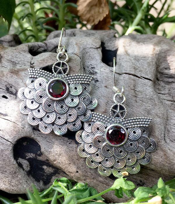 Ohrringe mit geschliffenen Granat aus Silber im Ganesha Online Shop