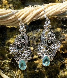 Filigrane Silberohrringe mit blauen Topas im Ganesha Shop kaufen