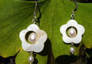 Silberohrringe mit Perlmutt und Perle