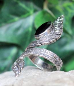 Verstellbarer offener Silberring mit geschliffenen Onyx im Ganesha Shop