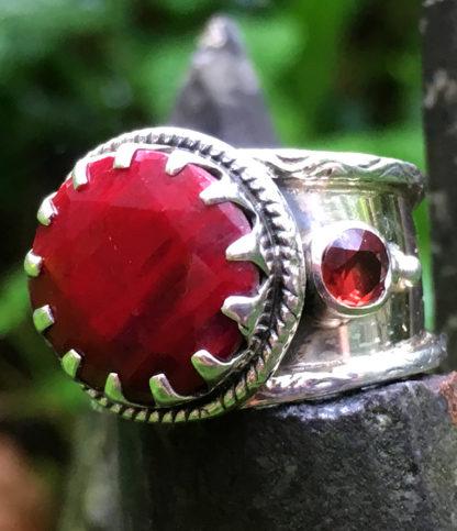 Silberring mit geschliffenen Rubin Ganesha Online Shop
