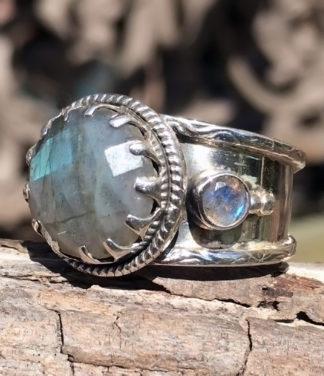Silberring mit geschliffenen Labradorit - Ganesha Online Shop