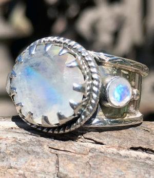 Silberring mit geschliffenen Mondstein - Online Shop