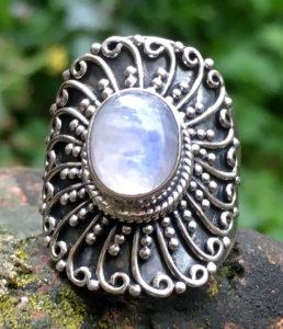Silberring mit Mondstein aus Indien - Ganesha Online Shop