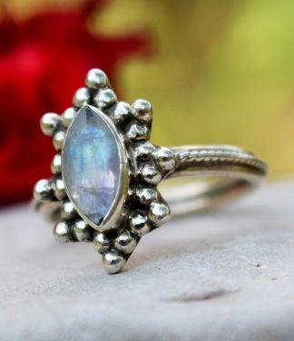 Im Online Shop Silberring mit geschliffenen Mondstein
