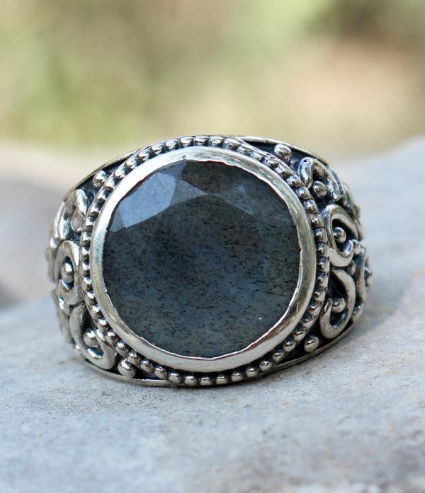 Silberring mit geschliffenen Labradorit - Ganesha Shop