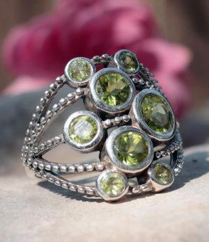 Silberring mit geschliffenen Peridot - preiswert kaufen