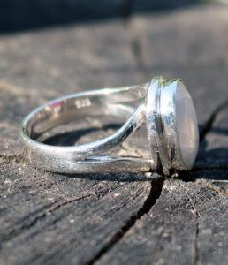 Günstiger Silberring mit Mondstein geschliffen im Online Shop