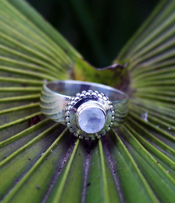 Mondstein Silberring preiswert im Ganesha Online Shop