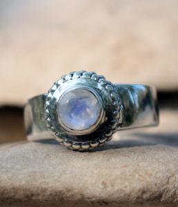 Mondstein Silberring preiswert im Ganesha Shop Fürth