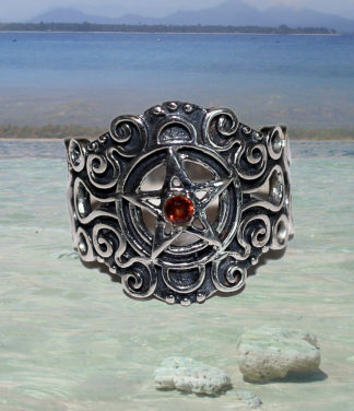 Pentagramm Silberring mit Granat im Ganesha Online Shop