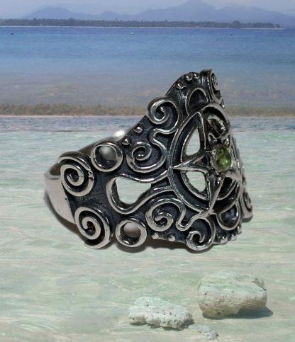 Pentagramm Silberring mit Peridot im Online Shop kaufen