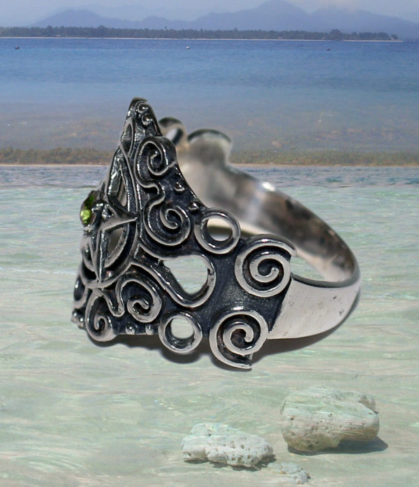 Pentagramm Silberring mit Peridot im Ganesha Shop Fürth
