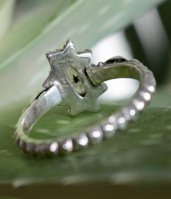 Ovaler geschliffener Mondstein Silberring preiswert im Ganesha Online Shop