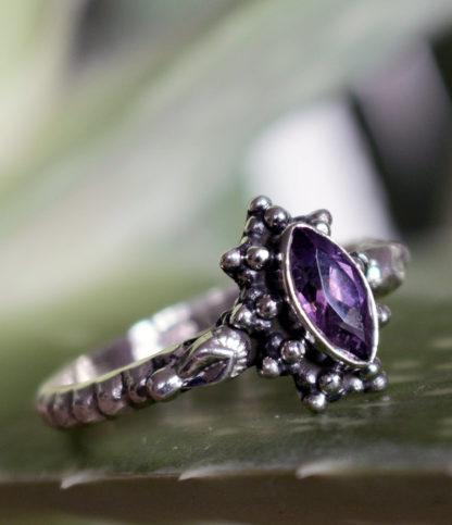Ovaler geschliffener Amethyst Silberring im Online Shop kaufen