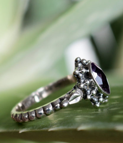 Ovaler Amethyst Silberring preiswert im Ganesha Online Shop kaufen