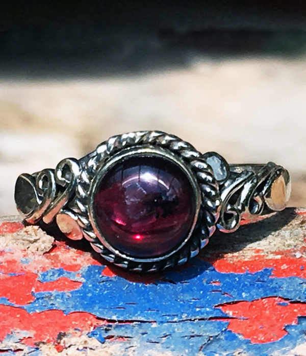 Granat Silberring aus Indien im Ganesha Online Shop