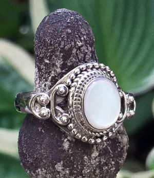 925 Silberring mit Perlmutt im Ganesha Online Shop