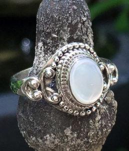 Silberring mit Perlmutt aus Indien