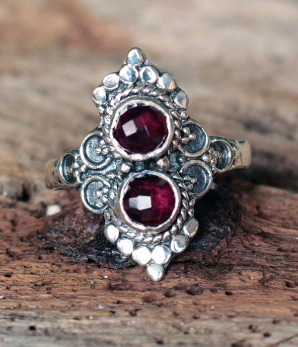 Silberring mit zwei Granat Steinen im Ganesha Online Shop