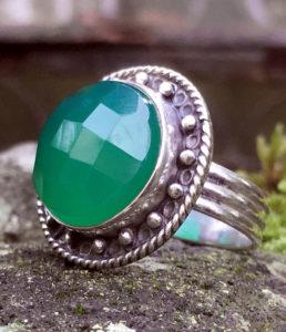 Silberring mit geschliffenen grünen Achat im Ganesha Online Shop