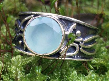 Silberring mit geschliffenen Chalcedon