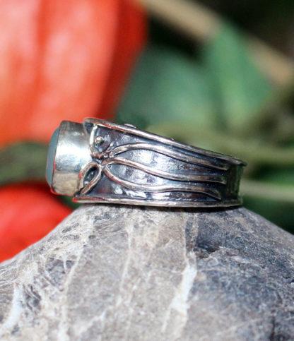 Silberring mit geschliffenen Chalcedon günstig im Online Shop