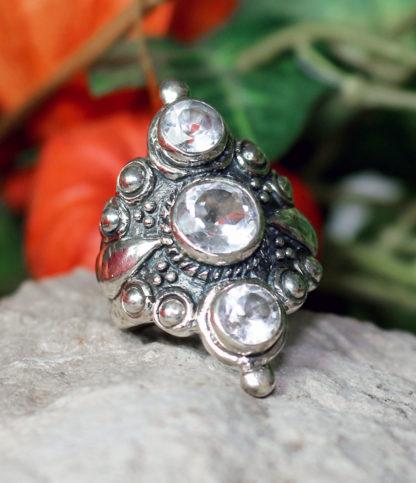 Silberring mit geschliffenen Bergkristallen im Ganesha Online Shop