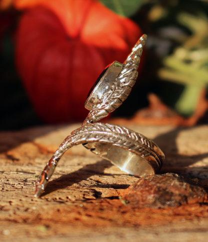 Offener Silberring mit geschliffenen Granat