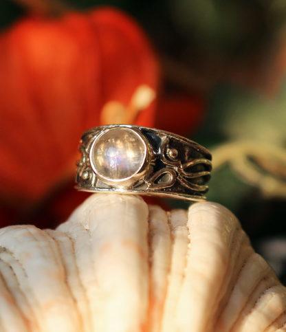 Silberring mit Mondstein im Ganesha Online Shop