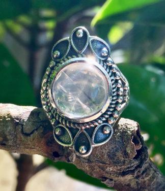 Silberring mit runden Rosenquarz im Ganesha Online Shop