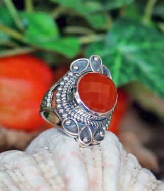 Silberring mit geschliffenen Karneol im Ganesha Shop