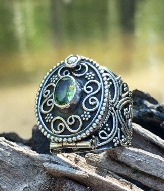 Silber Giftring mit Peridot im Ganesha Online Shop