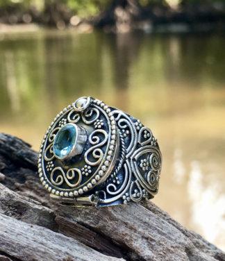Silber Giftring mit blauen Topas im Ganesha Online Shop kaufen