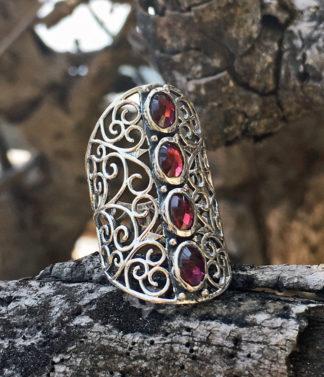 Silberring mit geschliffenen Granat Steinen im Ganesha Online Shop