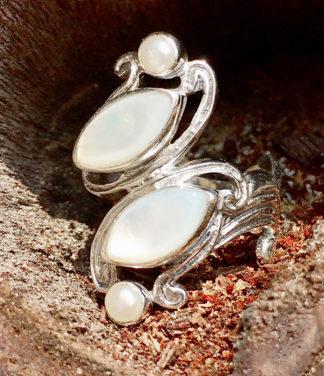 Silberring mit Perlmutt und Perlen im Ganesha Online Shop
