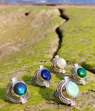Filigrane Silberringe mit Edelsteinen aus Indien im Ganesha Online Shop